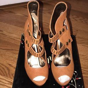 Envy genuine leather tan heels